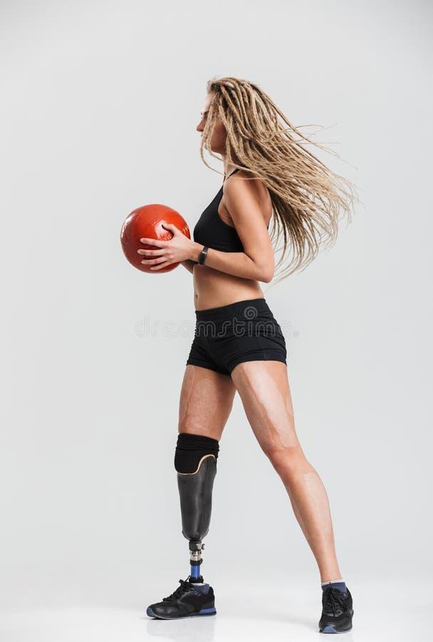 Rörelsehindrad idrottskvinna för ursnyggt barn royaltyfria bilder