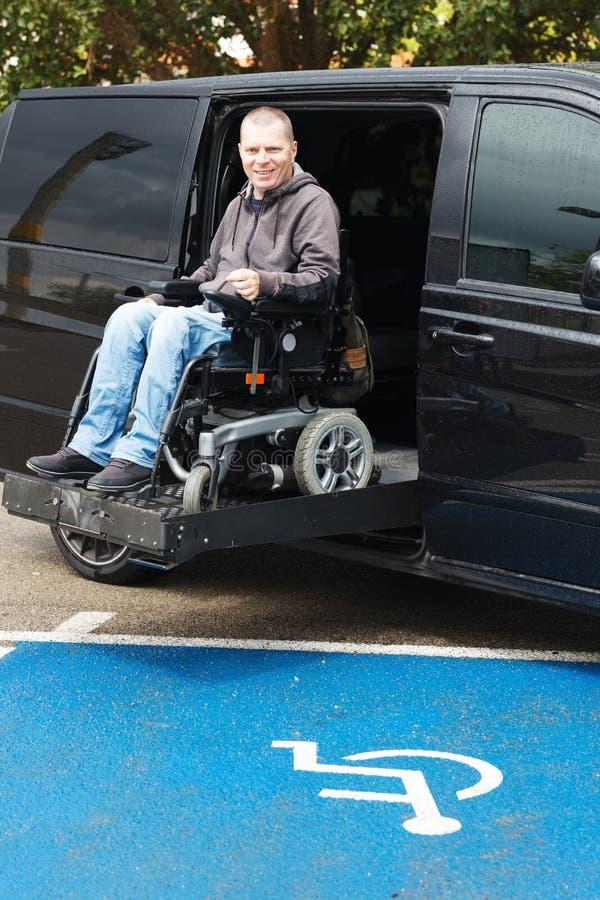 Rörelsehindrad man på rullstolelevator royaltyfria foton