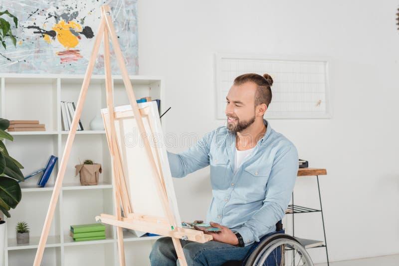 Rörelsehindrad manmålning arkivfoto