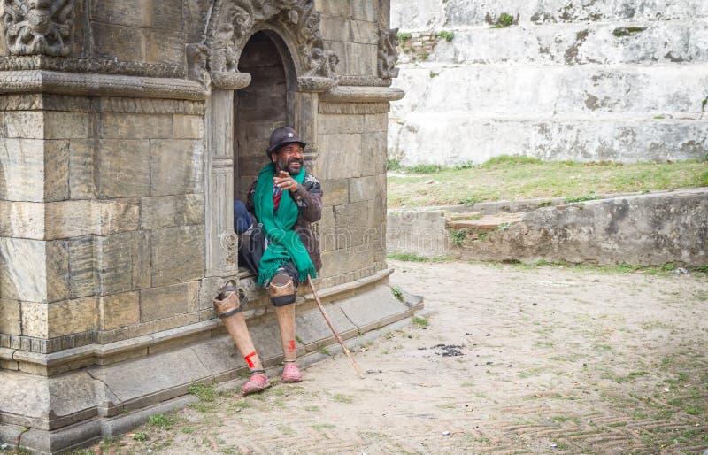 Rörelsehindrad person med benproteser royaltyfri foto