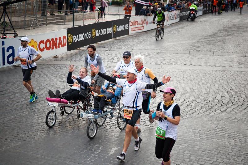 Rörelsehindrade idrottsman nen i maraton royaltyfri foto