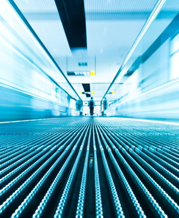 Rörelsesuddighet av rulltrappan fotografering för bildbyråer
