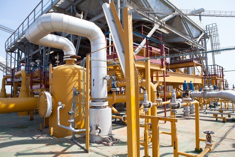 Rörledning- och trycköverföringssystem för olje- plattform royaltyfri bild
