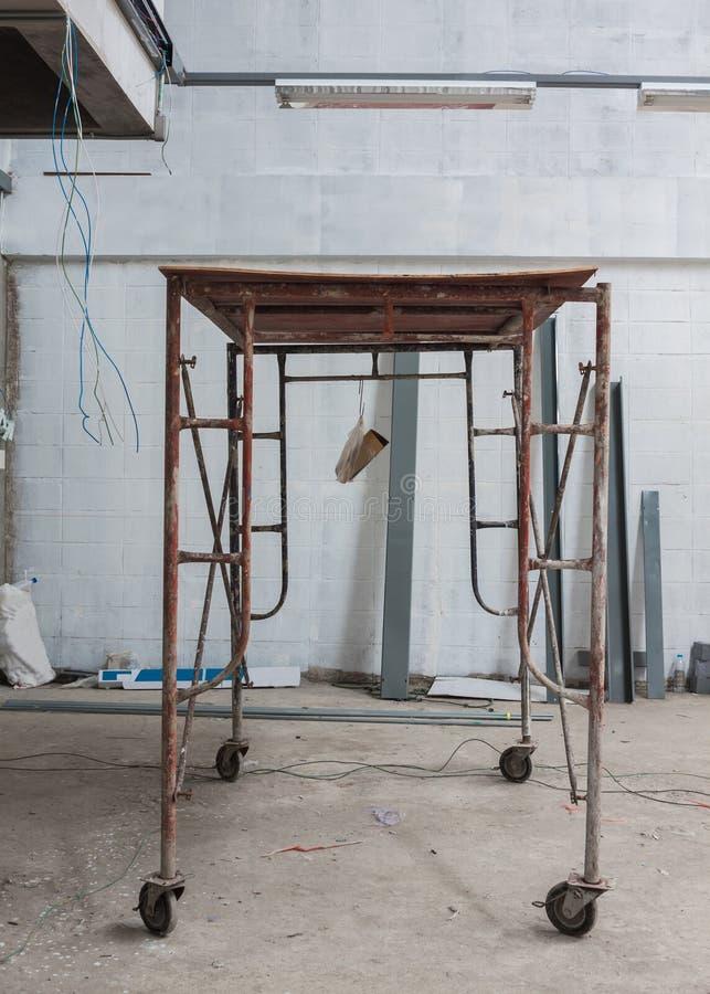 Rörligt material till byggnadsställning av stål royaltyfri foto
