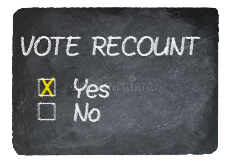 Rösta omräkningbegreppet som använder krita kritiserar på, svart tavla royaltyfri fotografi