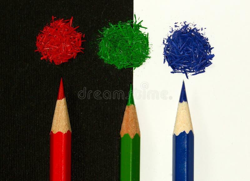 Rött begrepp för gräsplan- och blåttrgb-blyertspennor royaltyfri foto