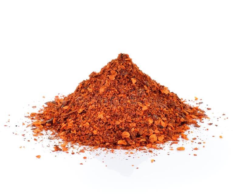 Rött Chili Pepper pulver som isoleras på vit bakgrund arkivbilder