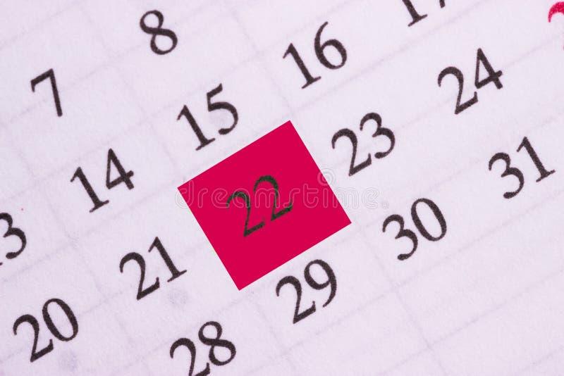 RÖTT CIRKLA Fläck på kalendern på 22 arkivbild