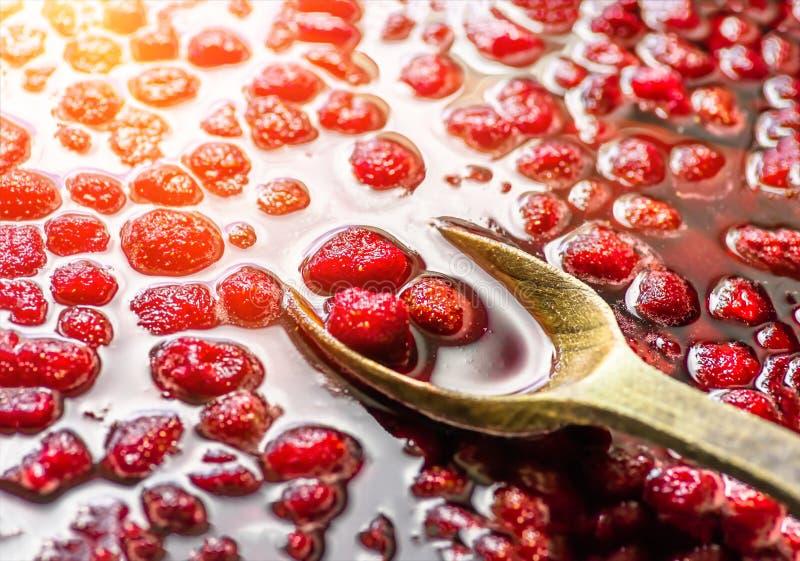 Rött driftstopp för jordgubbe som är hemlagat, closeup, bakgrund arkivbilder