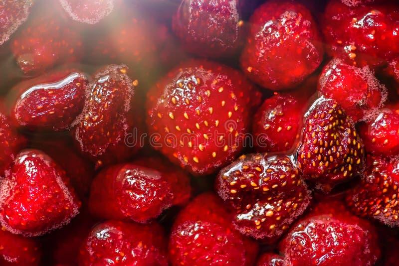 Rött driftstopp för jordgubbe som är hemlagat, closeup, bakgrund arkivfoto