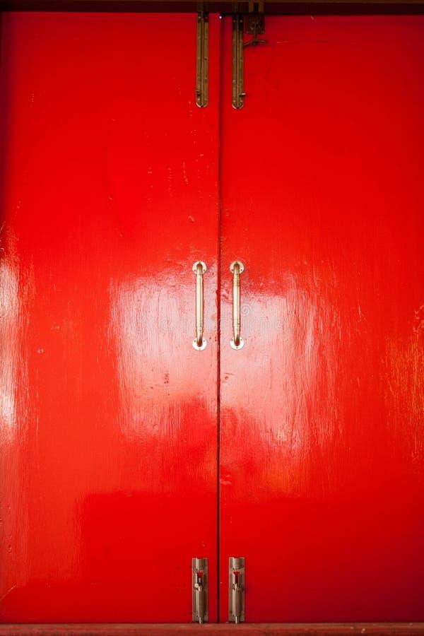 Rött fönster arkivbild