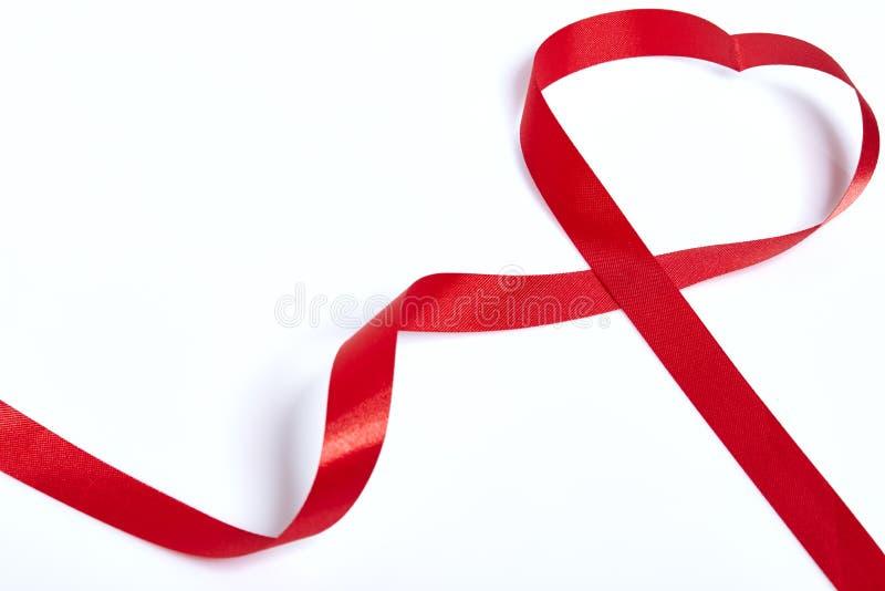 Rött hjärtaband royaltyfria foton