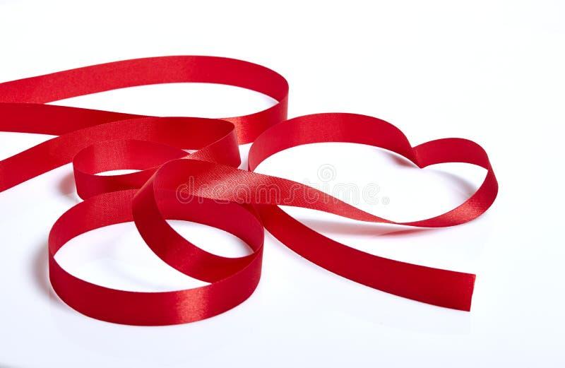 Rött hjärtaband royaltyfri bild