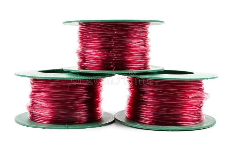 Rött ljusnylonlinje i grön plast- rulle royaltyfri foto