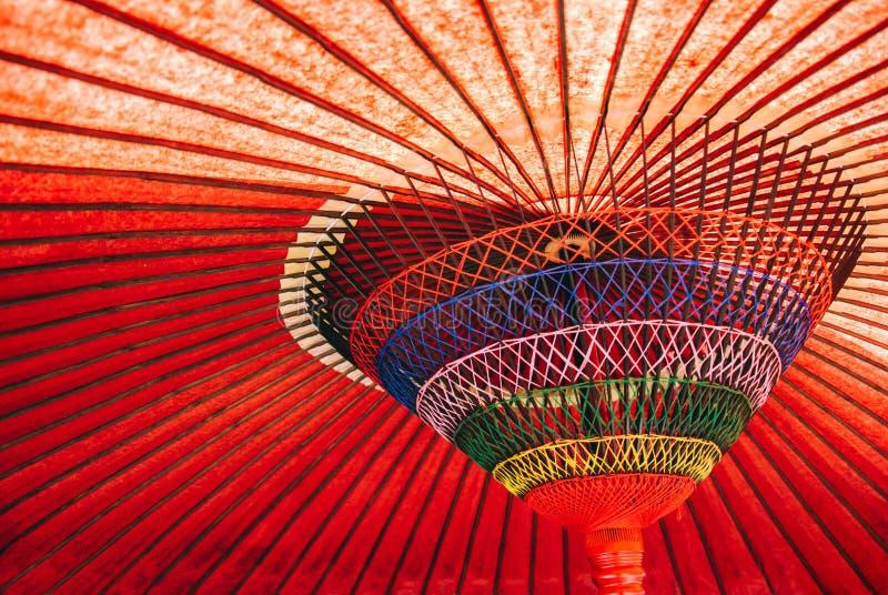 Rött Olja-papper paraply royaltyfri foto
