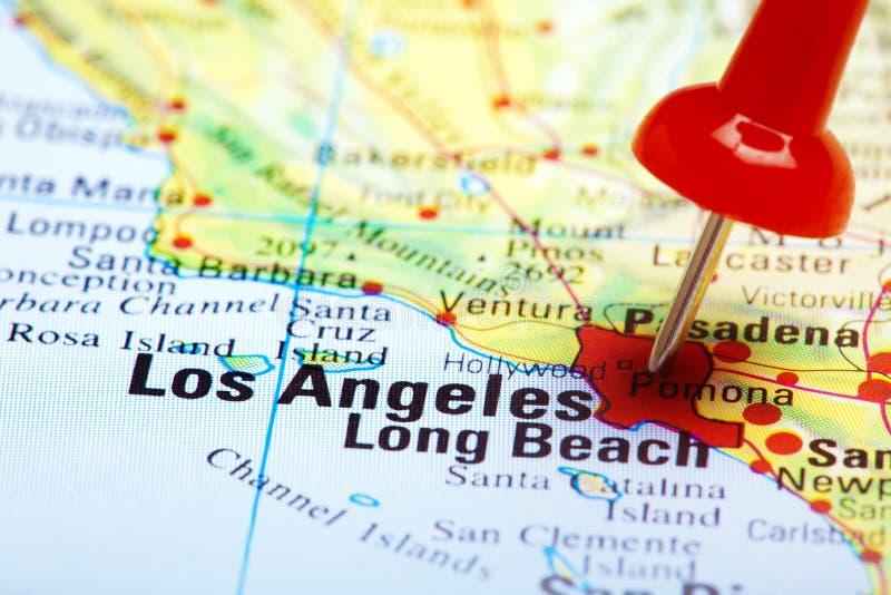 Rött pushstift som pekar på Los Angeles arkivfoto