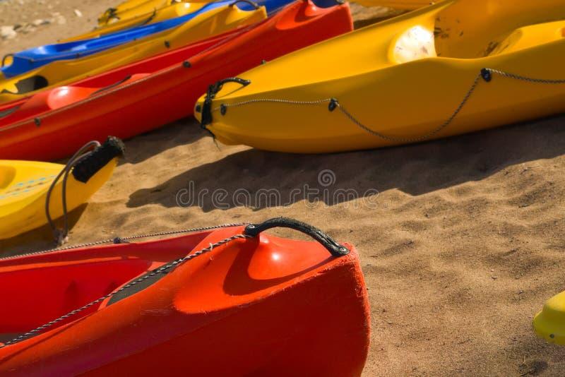 rött sandigt för strandkanotnäsa fotografering för bildbyråer