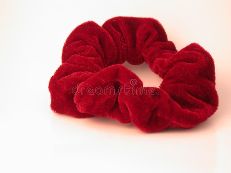 Rött scrunchy för hår