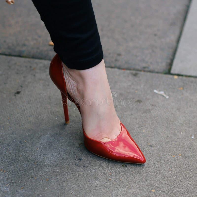 rött sexigt för häl high fotografering för bildbyråer