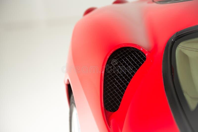 Rött skott för Supercarsidodetalj arkivfoton