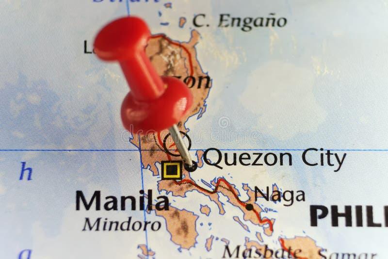 Rött stift på den Quezon staden, Filippinerna royaltyfri foto