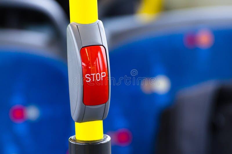 Rött stopp för knapp i kabinbussen arkivfoton