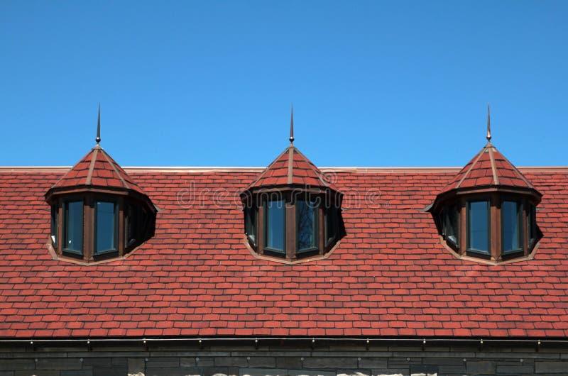 rött tak tre för dormers royaltyfri fotografi