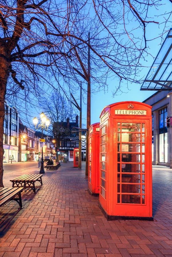 Rött telefonbås Chester UK arkivbilder