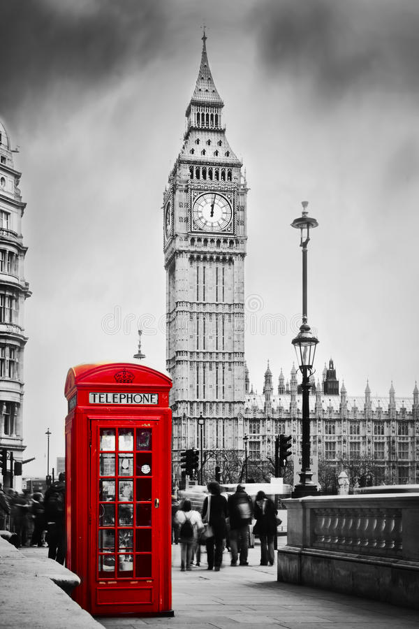 Rött telefonbås och Big Ben i London, England UK. arkivbilder