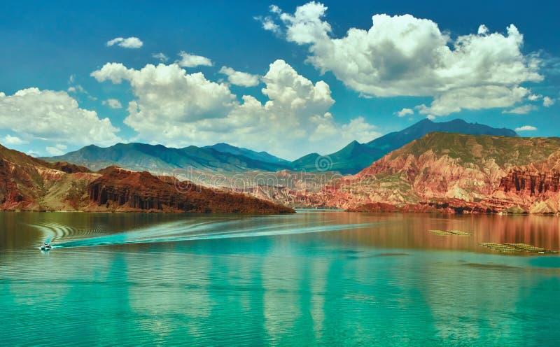 Rött vagga och göra grön vatten i västra Kina arkivfoto