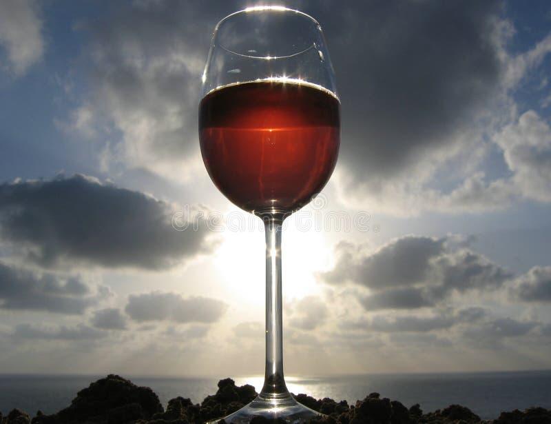 Download Rött vin fotografering för bildbyråer. Bild av full, rocks - 245533