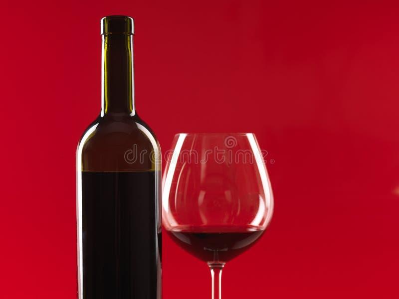 rött vin för bakgrundsflaskexponeringsglas arkivbilder