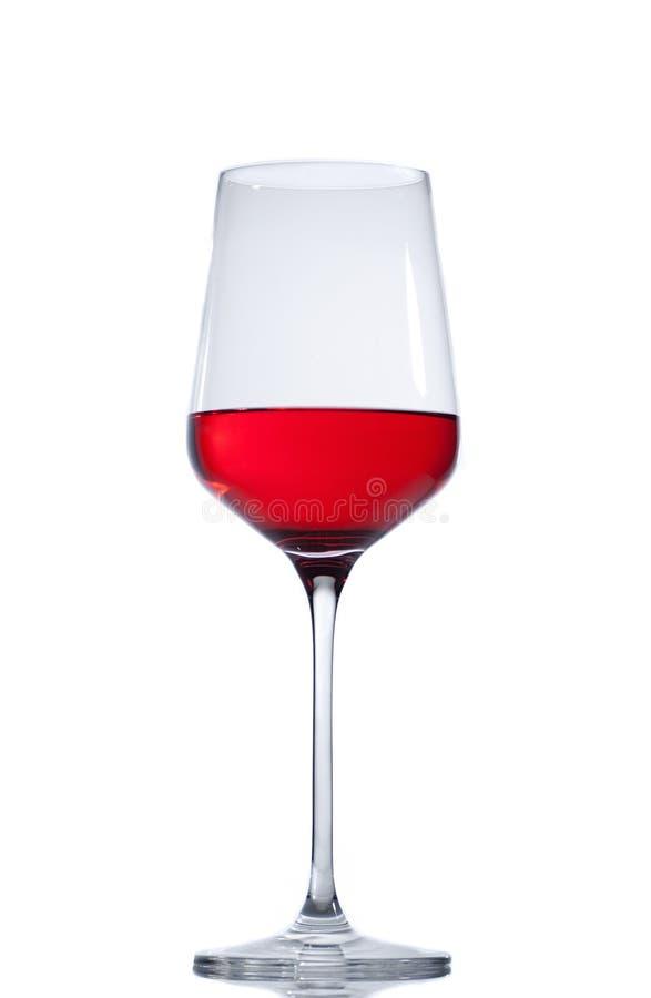 Rött vinexponeringsglas som isoleras på vitbakgrund royaltyfria bilder