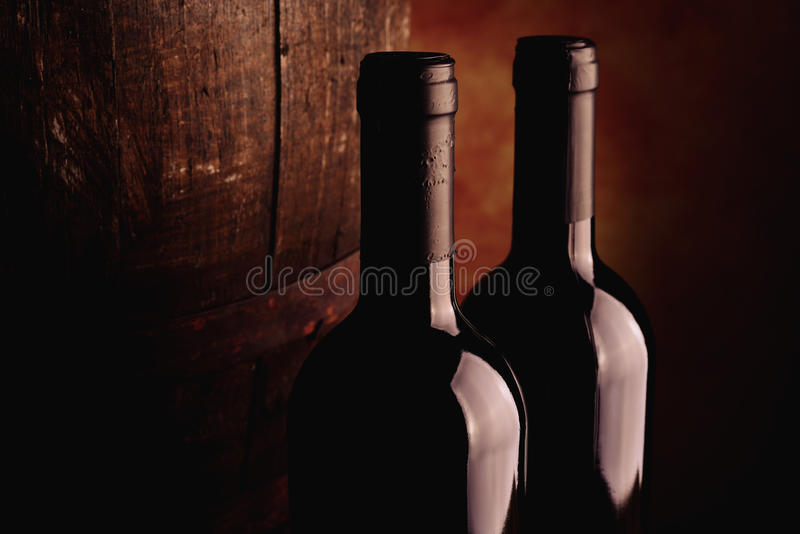 Rött vinflaska arkivbild