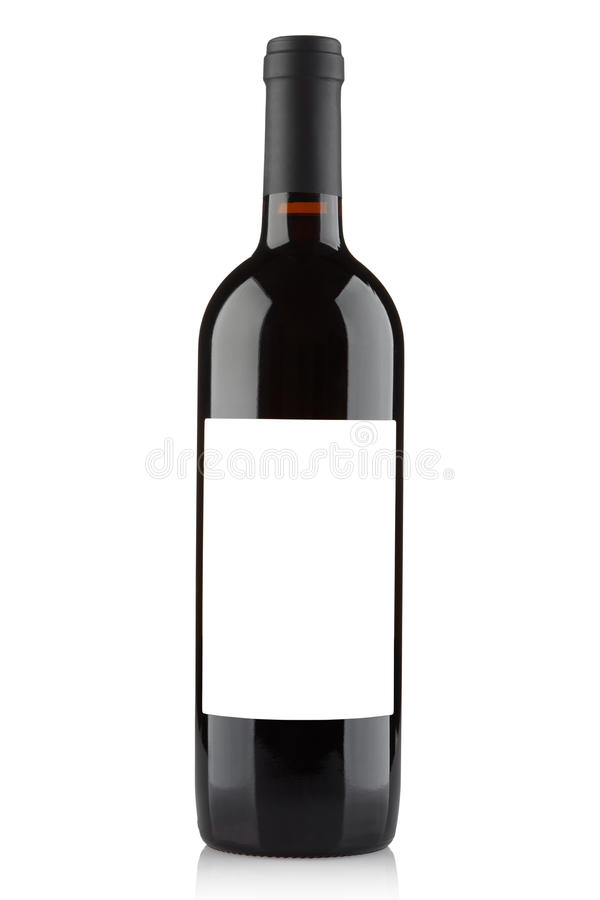 Rött vinflaska med den tomma etiketten på vit arkivfoto