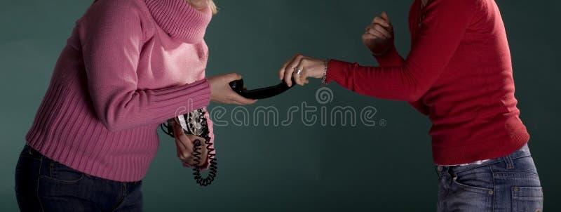 röva bort flickatelefon två royaltyfri foto