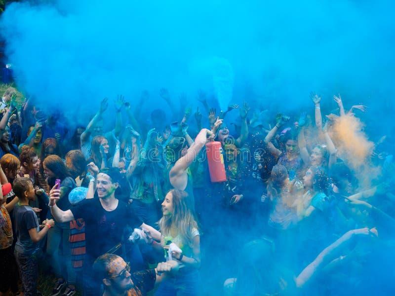 RÚSSIA, Bryansk - 1º de julho de 2018: Festival santamente das cores fotografia de stock