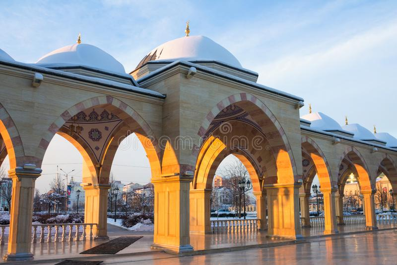 RÚSSIA, Chechnya, Grozniy - 5 de janeiro de 2016:- mesquita principal da república chechena - coração de Chechnya imagem de stock