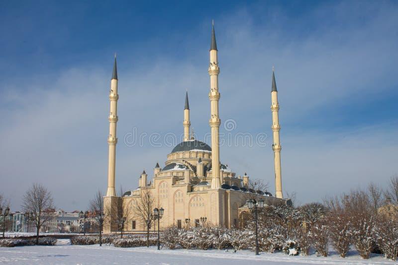 RÚSSIA, Chechnya, Grozniy - 5 de janeiro de 2016:- mesquita principal da república chechena - coração de Chechnya imagem de stock royalty free