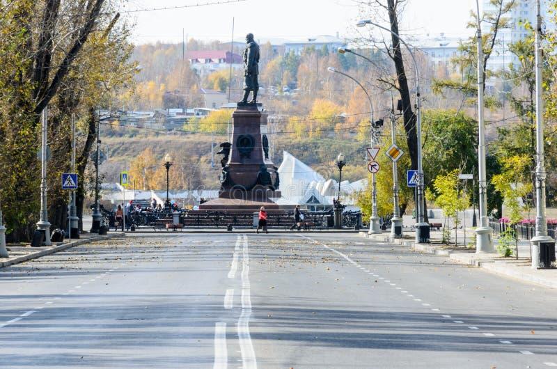 Rússia, Irkutsk - 6 de outubro de 2012: Monumento a Alexander III Imperador do Todo-russo, rei do Polônia e príncipe grande de fotos de stock royalty free