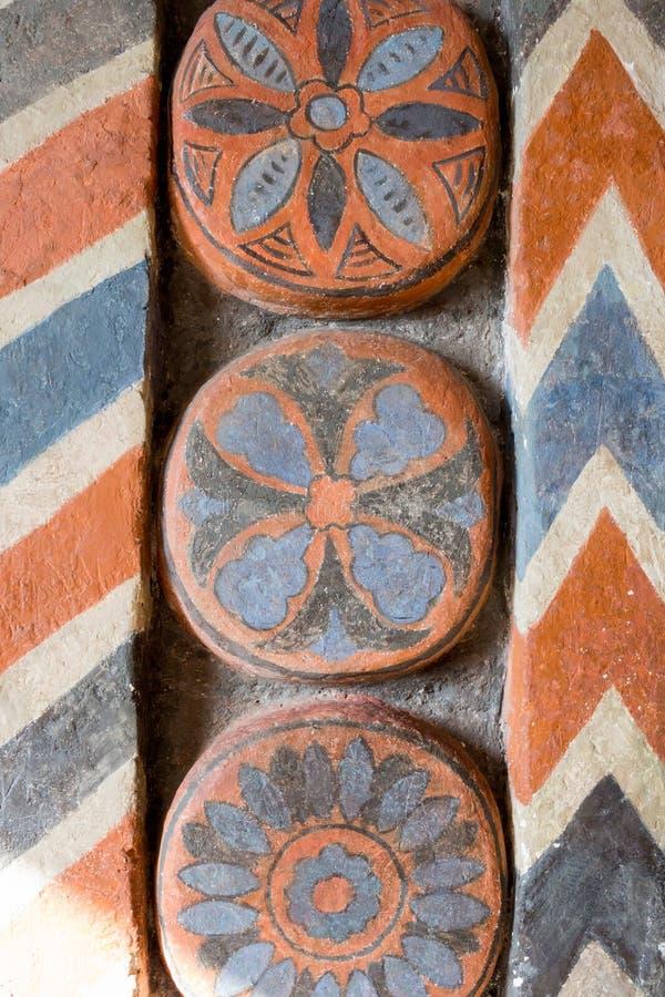 Rússia, Moscou: Cinzeladura de pedra e ornamento geométricos interior fotografia de stock royalty free