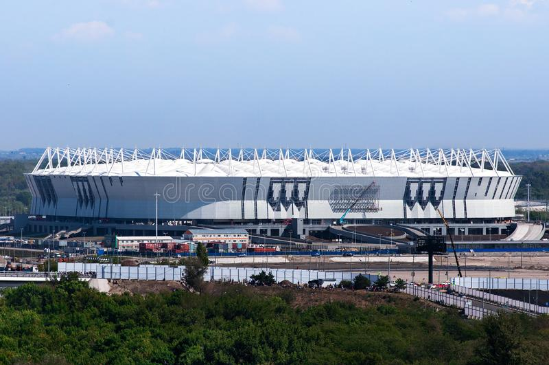 Rússia, Rostov-On-Don - 20 de março de 2017: Arena de Rostov do estádio de futebol O estádio para o campeonato do mundo 2018 de F foto de stock