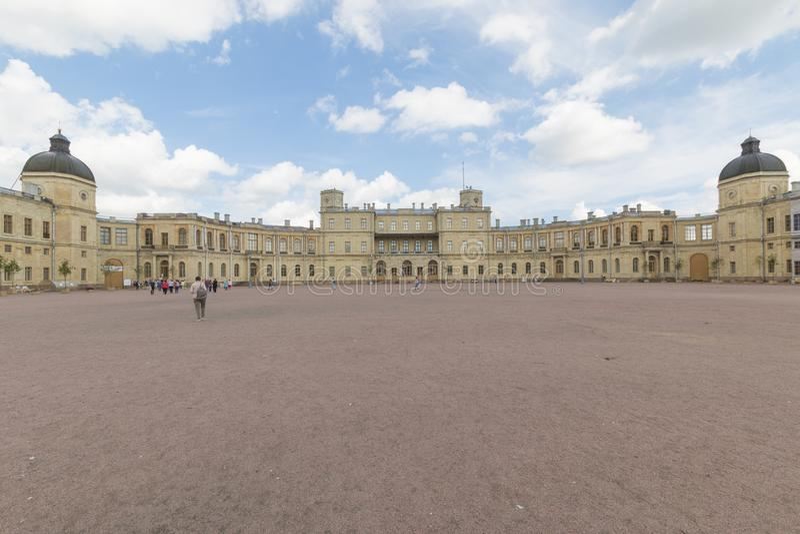Rússia, St Petersburg, 13, em julho de 2017: Palácio de Gatchina e o parque fotografia de stock royalty free