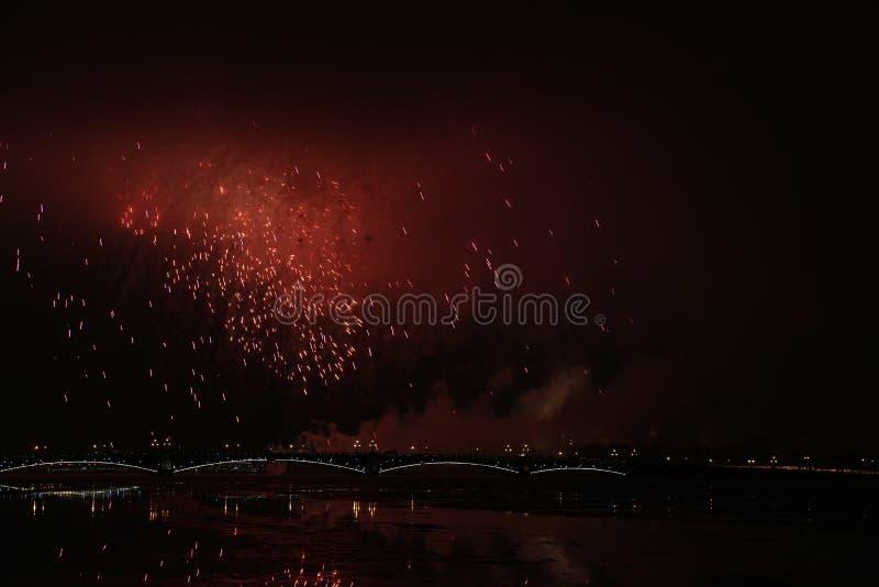 Rússia, St Petersburg, fogos-de-artifício sobre o Peter e o Paul Fortress fotografia de stock