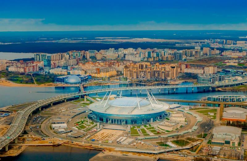 Rússia, St Petersburg, o 29 de abril de 2018: Vista aérea da arena de Zenit do estádio, o mais caramente no mundo, FIFA fotos de stock