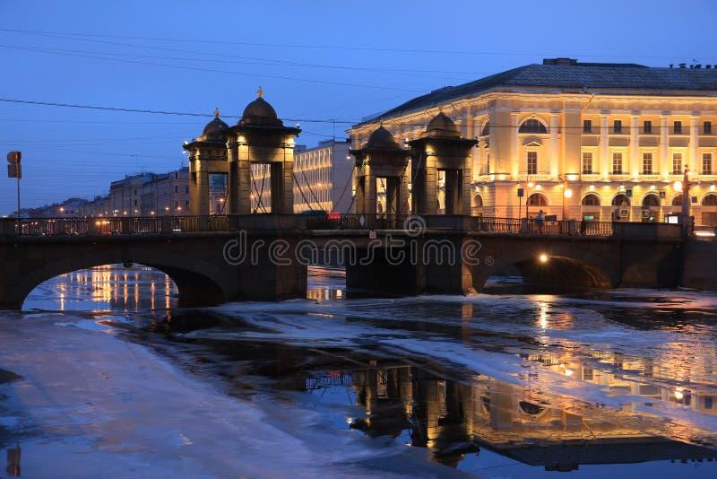 Rússia, St Petersburg, ponte de Lomonosov imagens de stock