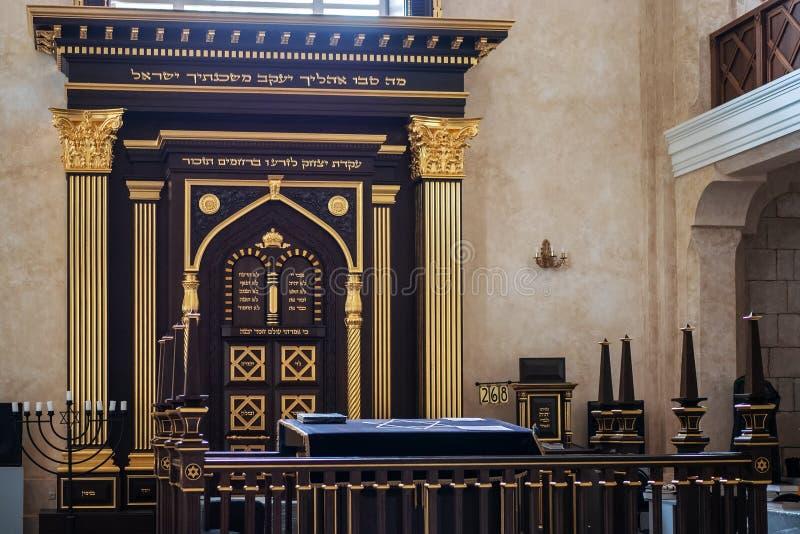 Rússia, Voronezh - CERCA do junho de 2019: Sinagoga - lugar de culto público, dentro do interior sem povos imagens de stock royalty free