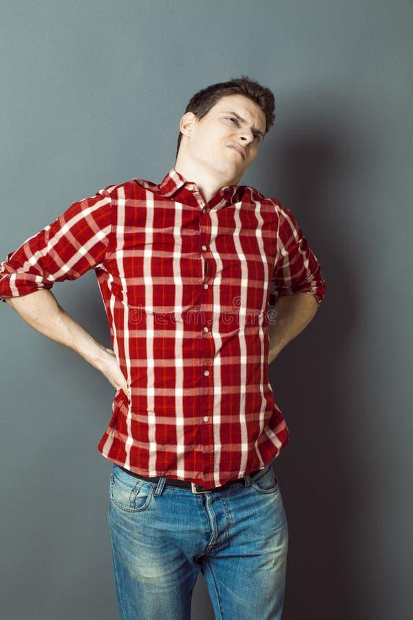 Rückenschmerzen, Lumbago, Skoliosegesundheitsprobleme für jungen Mann stockfotos