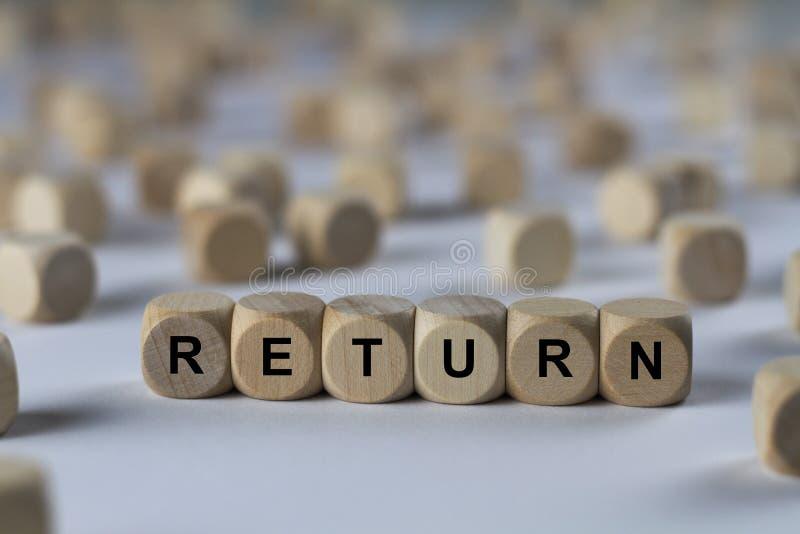 Rückkehr - Würfel mit Buchstaben, Zeichen mit hölzernen Würfeln lizenzfreies stockfoto