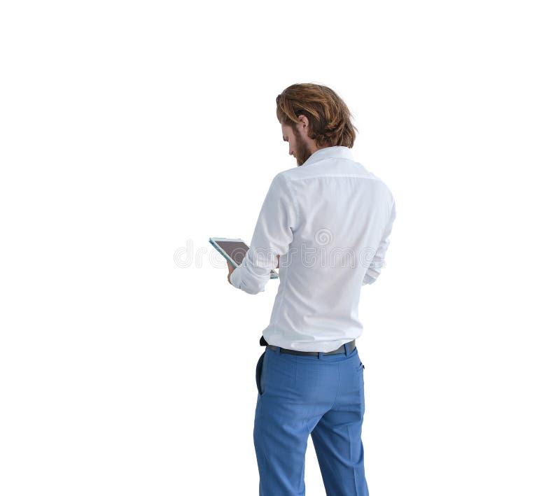 Rückseite des Westgeschäftsmannes unter Verwendung einer Tablette lokalisiert auf Weiß lizenzfreie stockfotografie